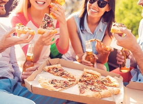 friends-eating-pizza