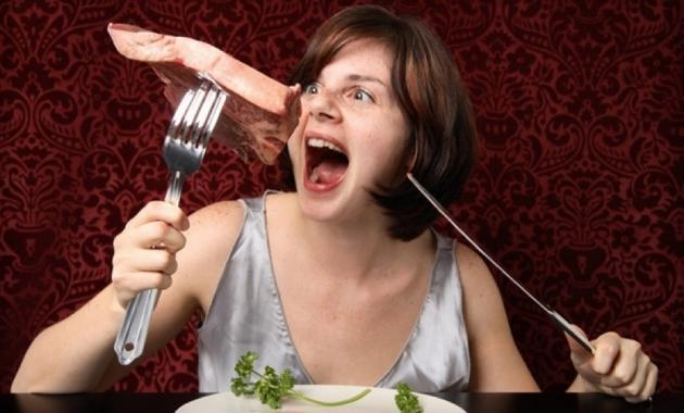 woman-eating-steak_ec