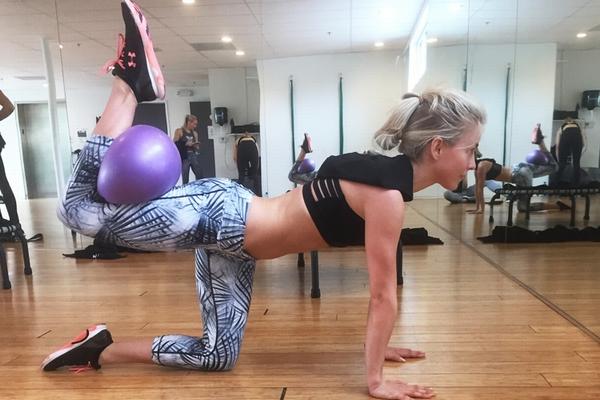 julianne-hough_fitness-ball