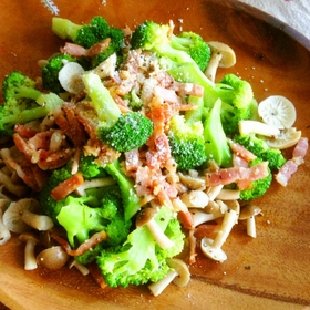 salad-broccoli-kinoko